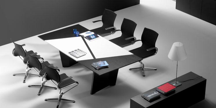 Table de réunion asymétrique
