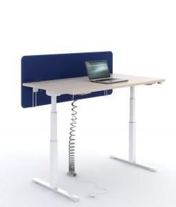bureau réglable en hauteur électrique en position haute avec cloison frontale