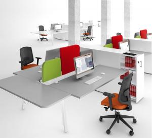 aménagement d'espace de travail avec caisson cargo et bureau bench