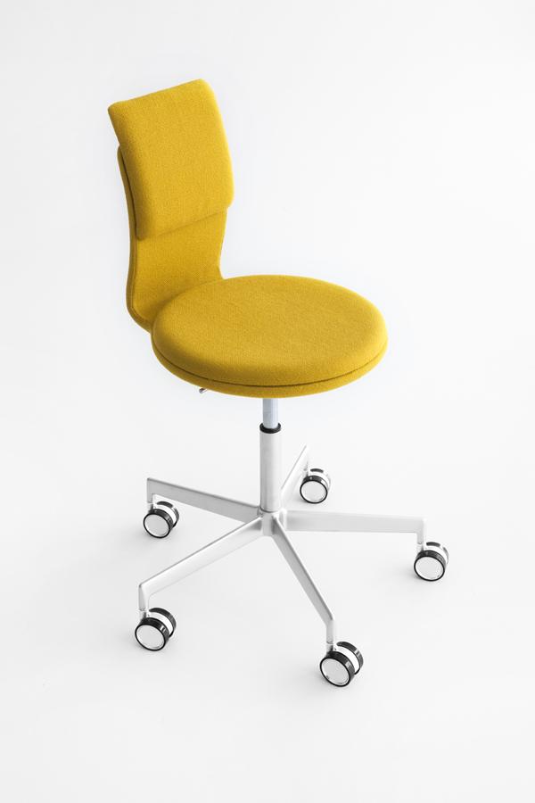 tabouret design roulettes pour bureaux. Black Bedroom Furniture Sets. Home Design Ideas