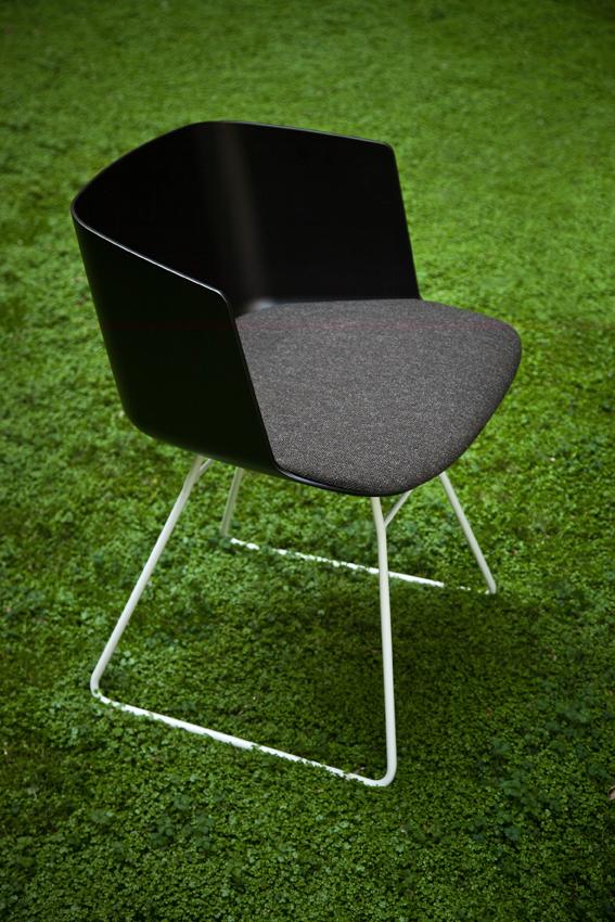 Chaise design pied fil