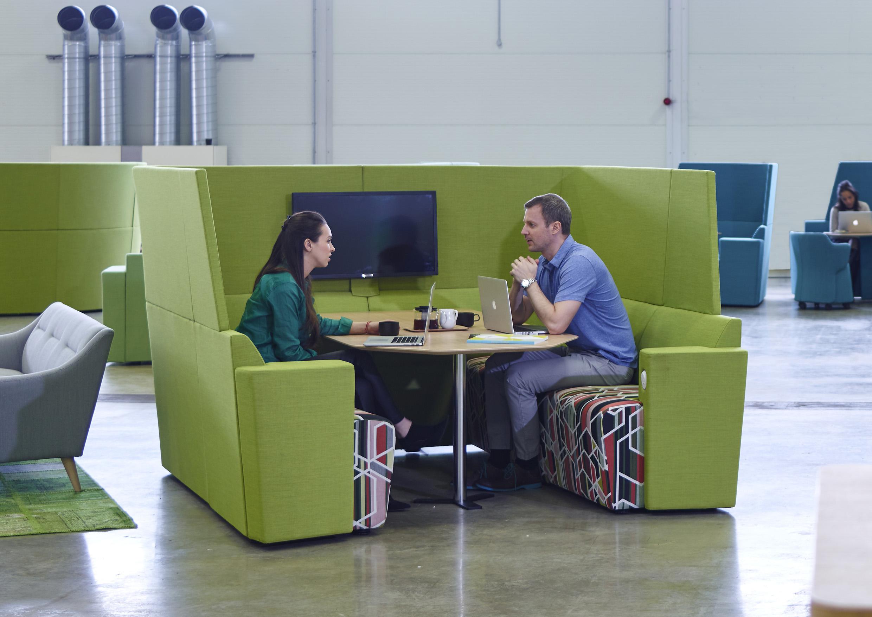 Box espace de travail en coworking modulable for Espace de travail collaboratif