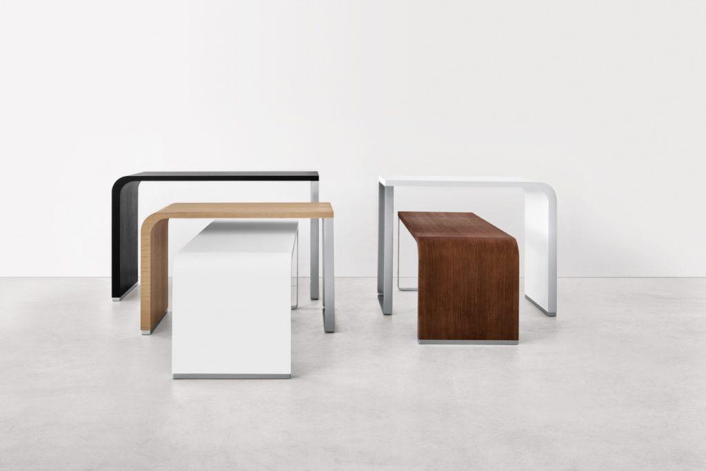 Table haute en bois pour le coworking