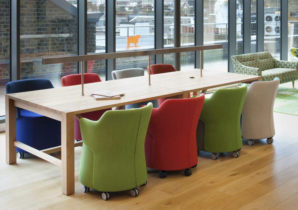 Chaise SKULLY pour salle de réunion design