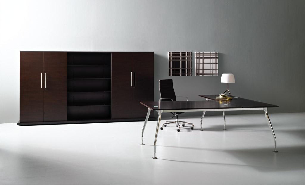 bureau de direction haut de gamme avec plateau en verre. Black Bedroom Furniture Sets. Home Design Ideas