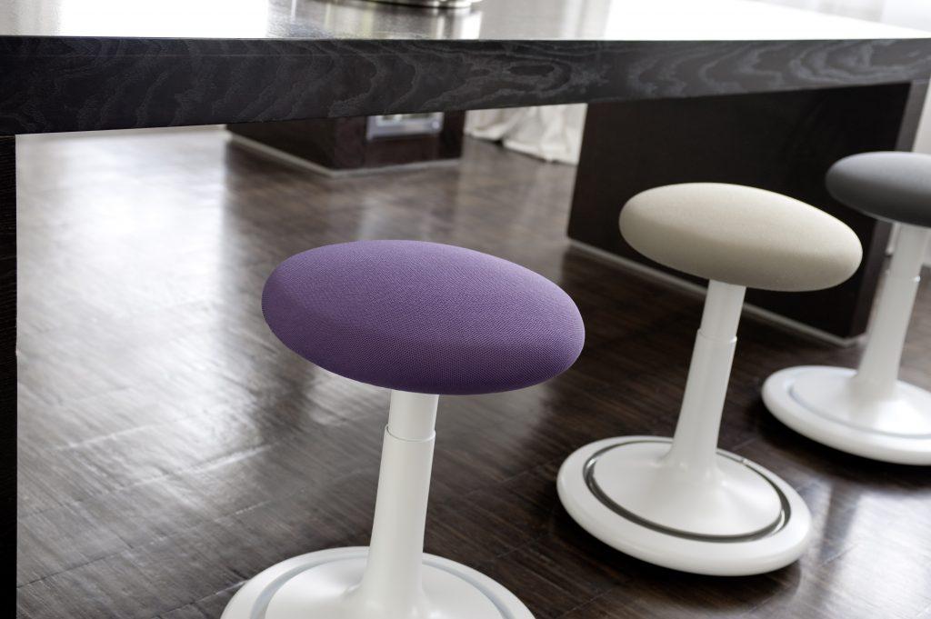 Tabouret dynamique en table de réunion