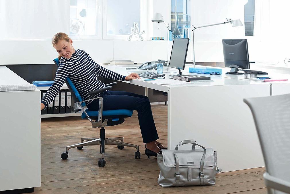 Siège de bureau avec assise active