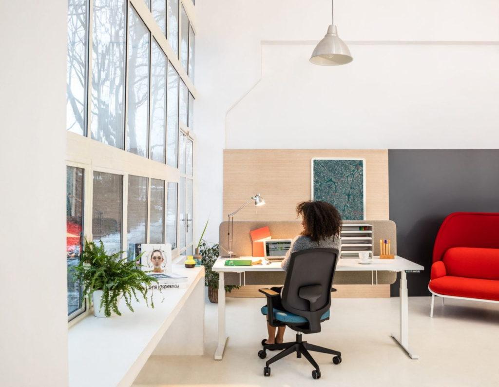 Bureau ergonomique r glable en hauteur pour espace de - Bureau reglable en hauteur electrique ...