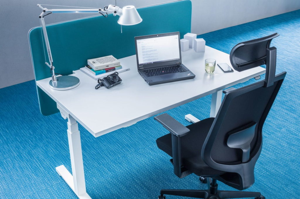 Bureau ergonomique réglable en hauteur pour espace de coworking