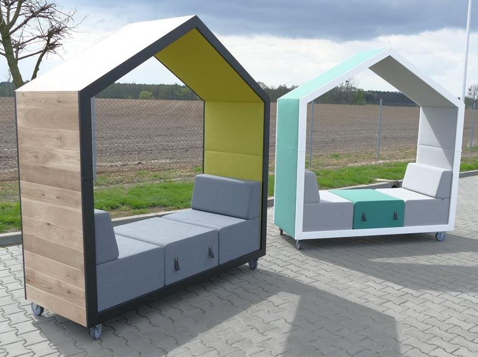 Alcôve de coworking mobile avec placage bois