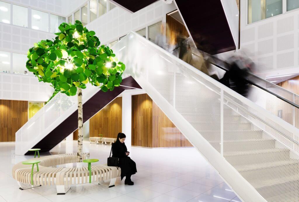 lampadaire design arbre pour espace de coworking