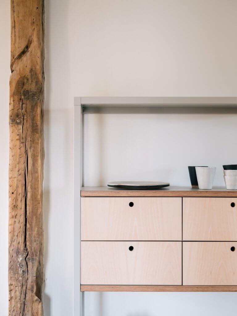 Bibliothèque design avec tiroirs en bois