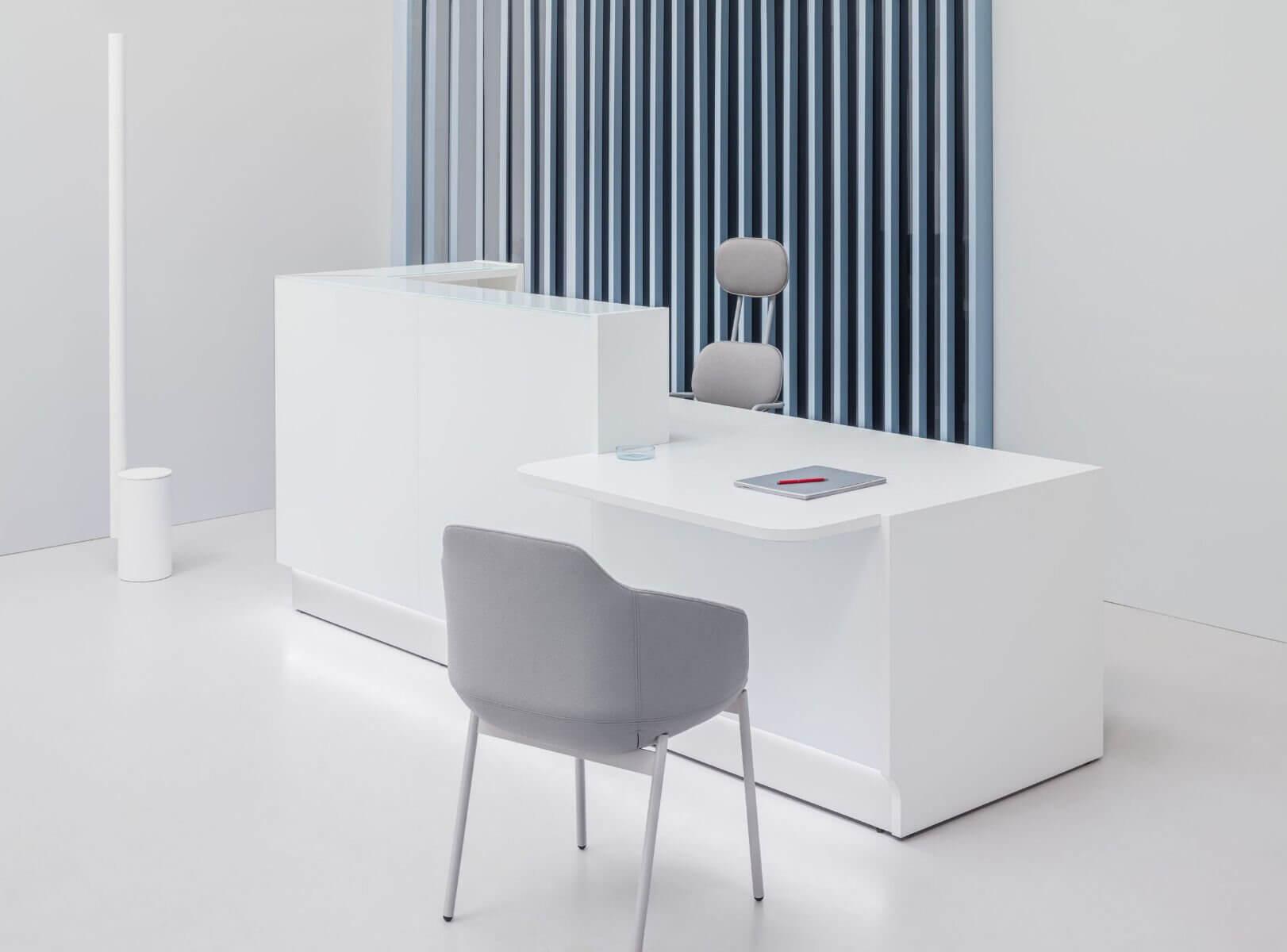 Banque d'accueil PMR coloris blanc.