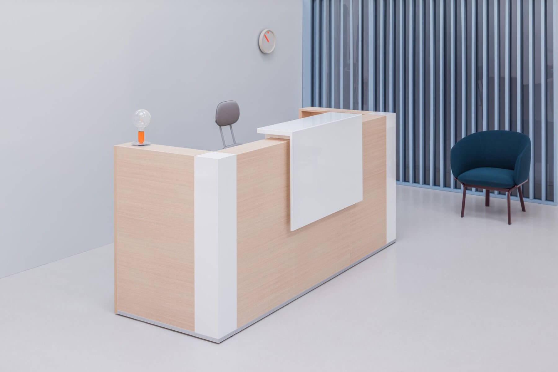 Banque d'accueil en bois design