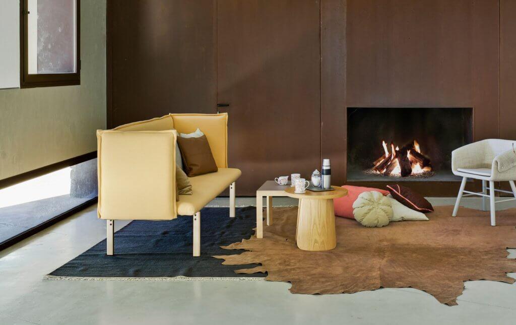Banquette compacte design pieds bois
