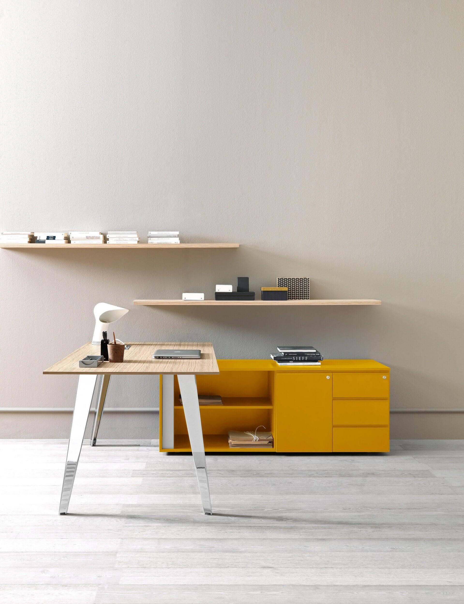 Bureau de direction design avec plateau en bois