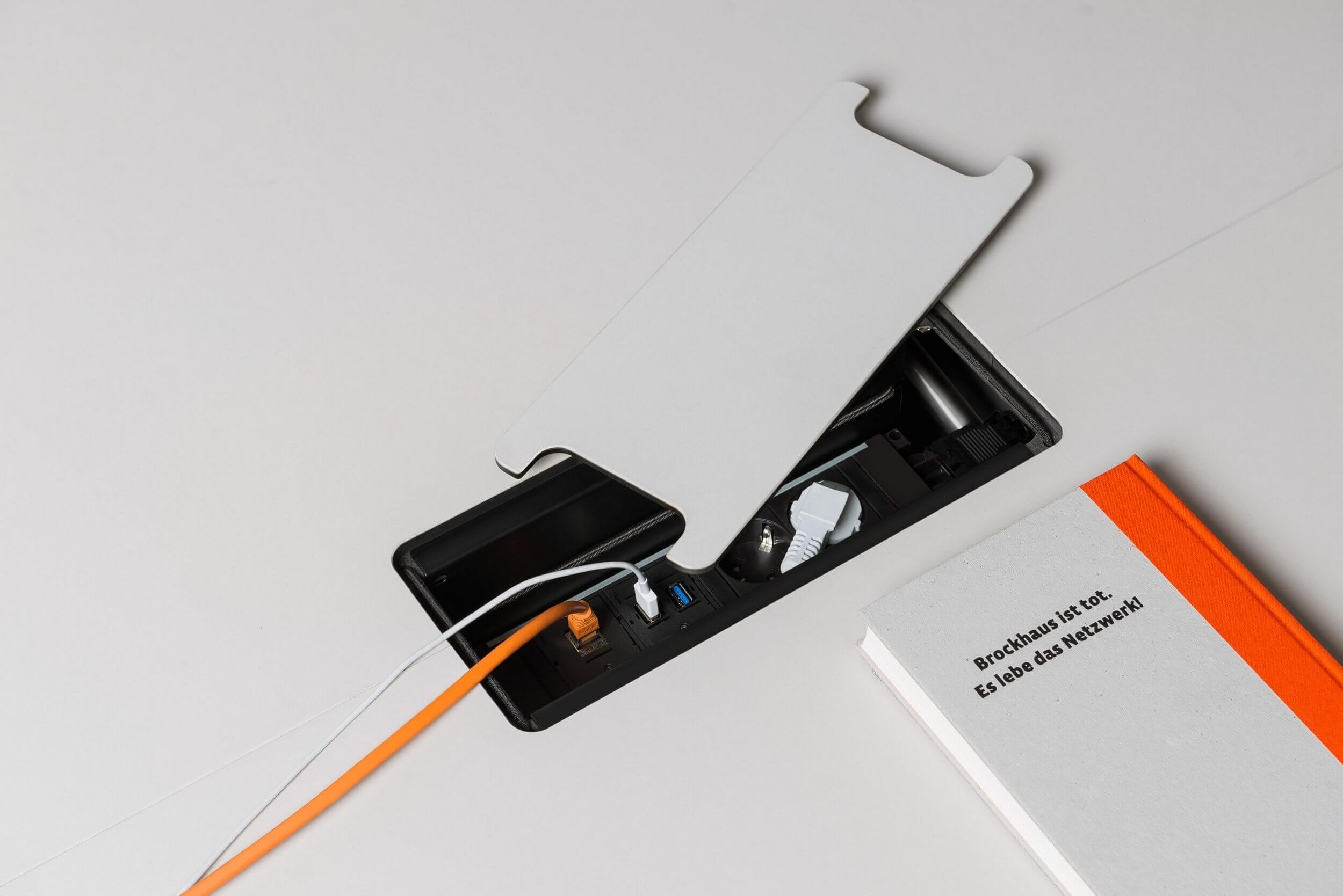 Prises design pour bureau bench à roulettes