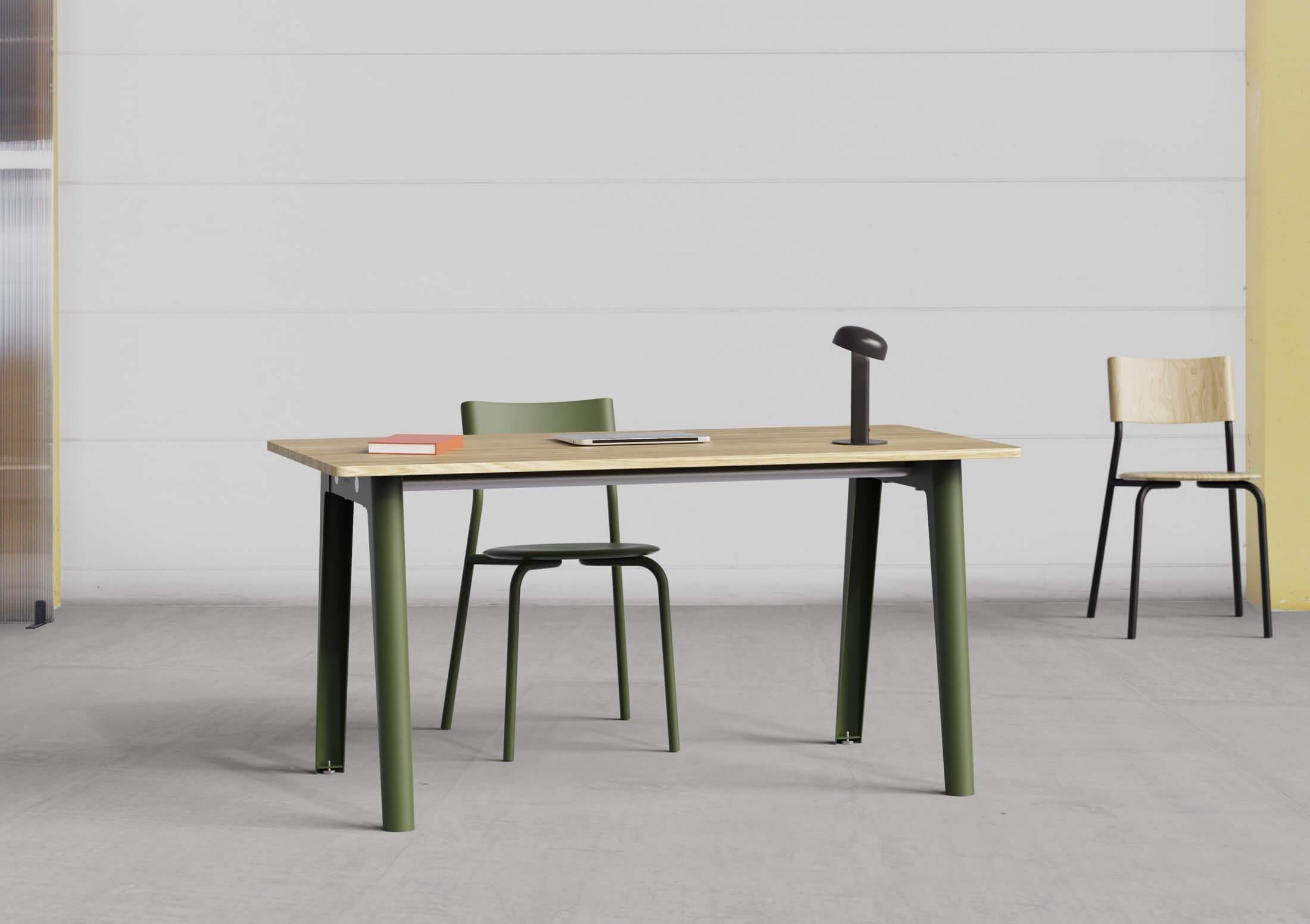 Bureau bench pied de couleur et plateau bois.