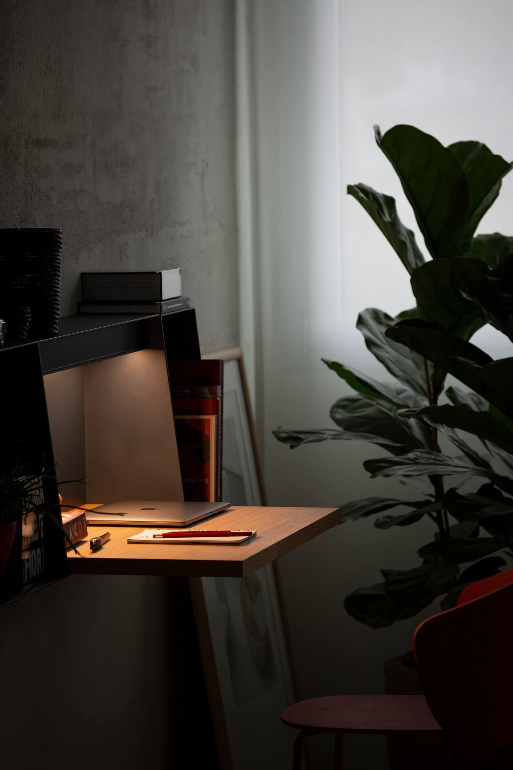 Bureau avec éclairage LED intégré