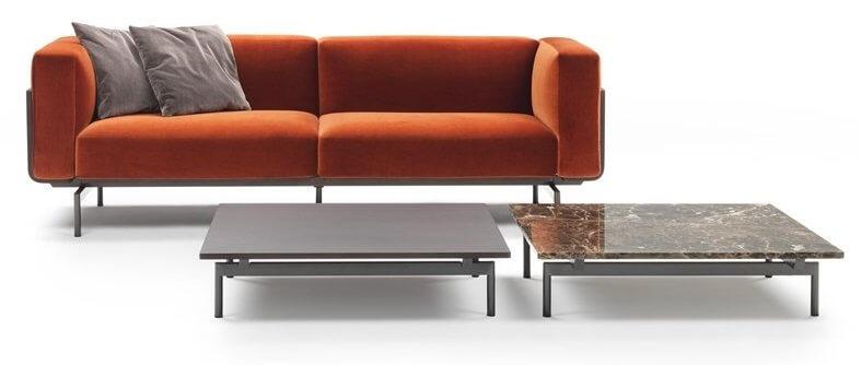 Sofa en velours et table basse en marbre WEELS