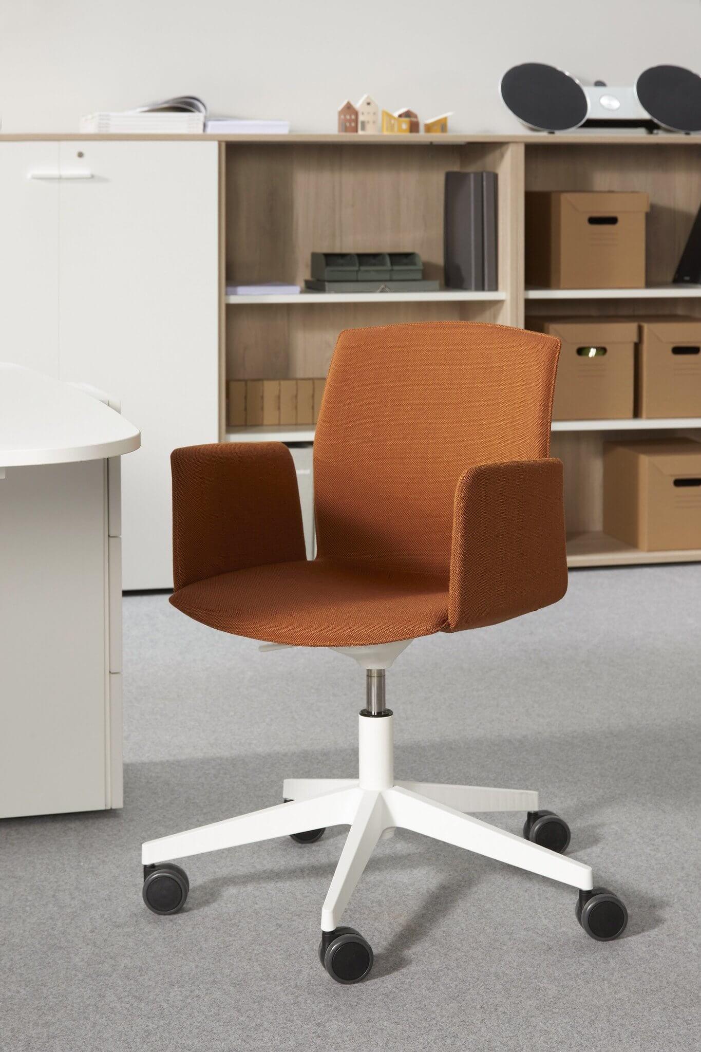 Chaise de travail coloris terracotta KB.