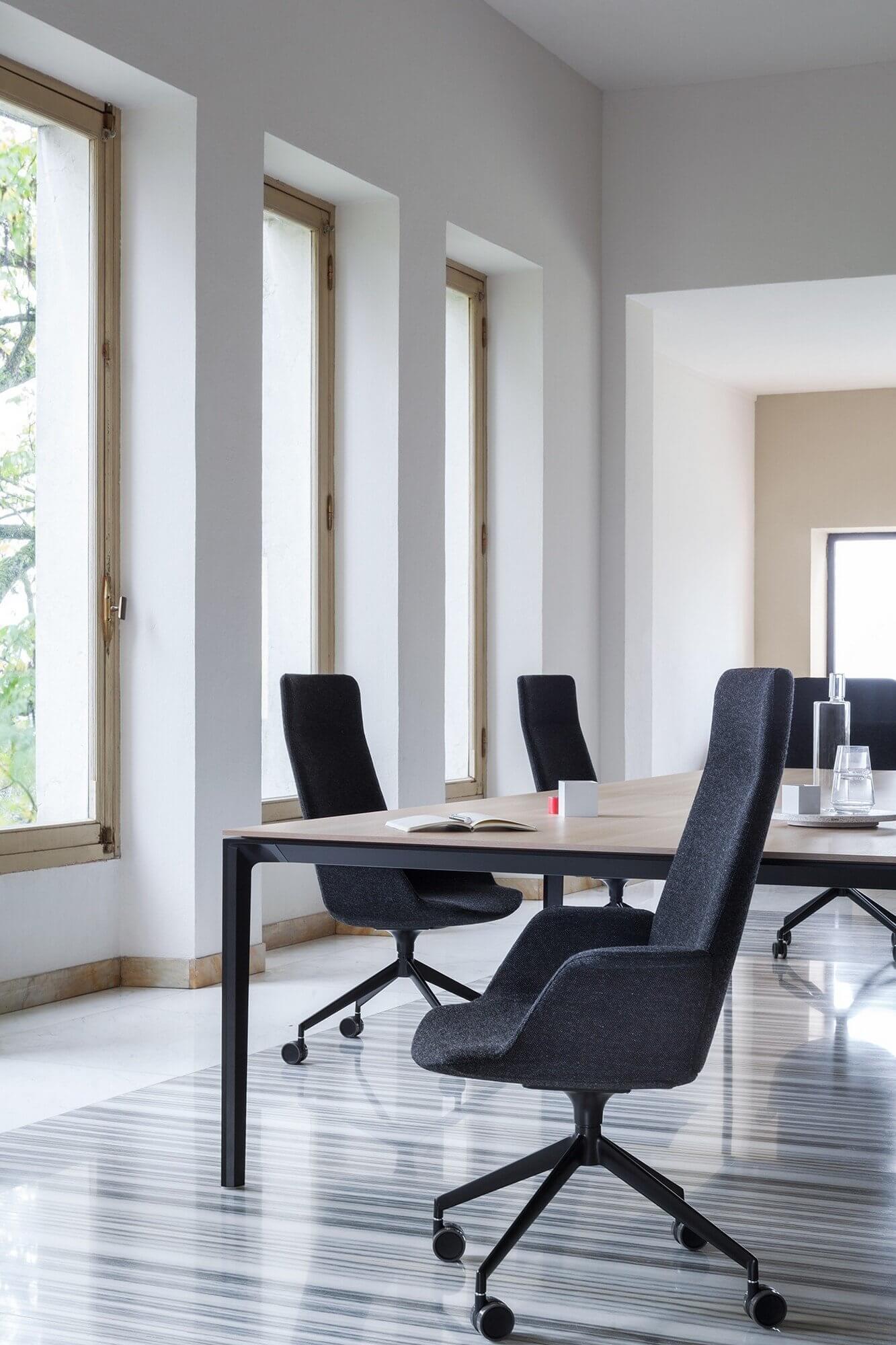 Chaise de bureau avec haut dossier UNO.
