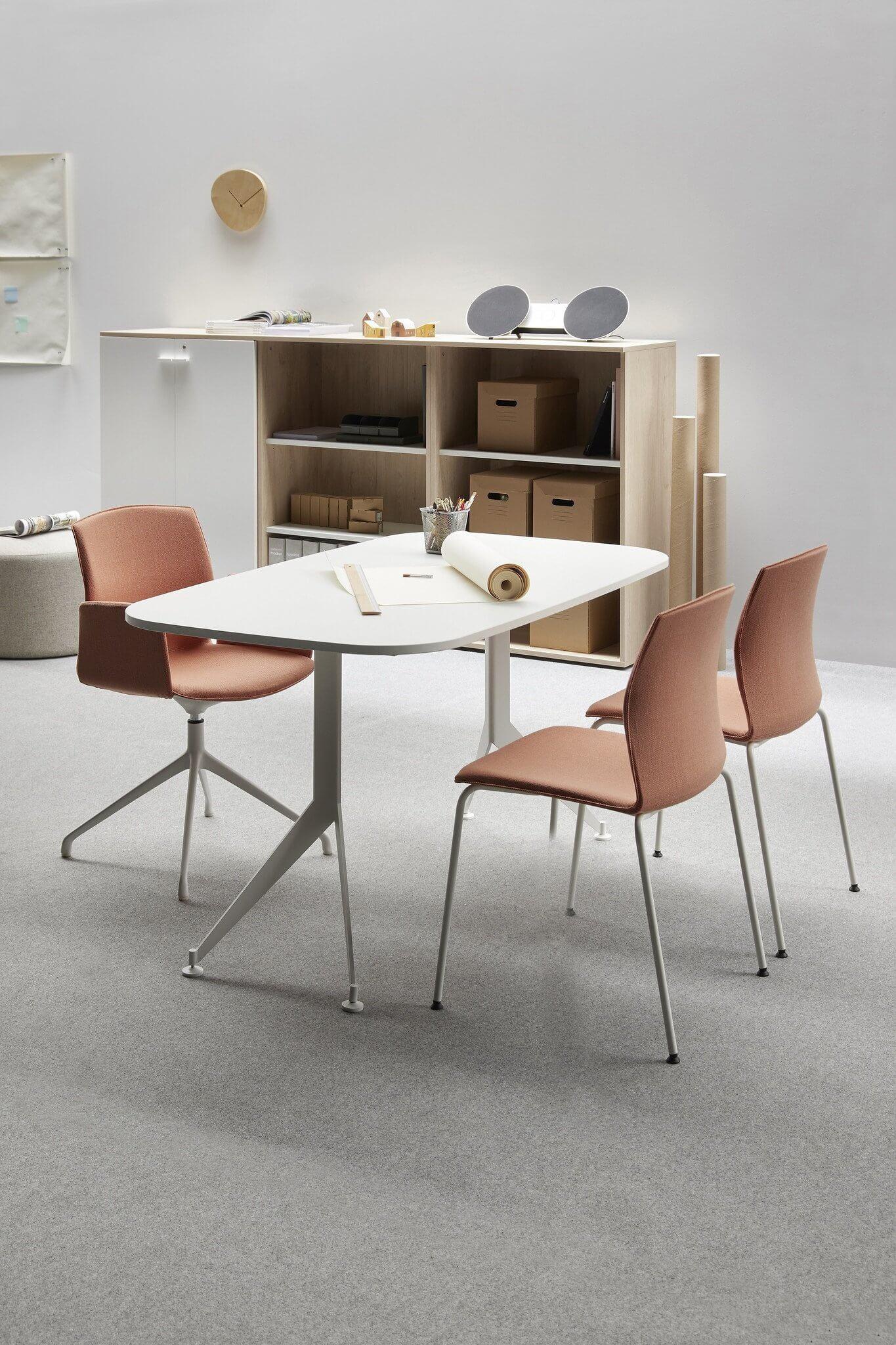 Chaise de réunion empilable design KB.