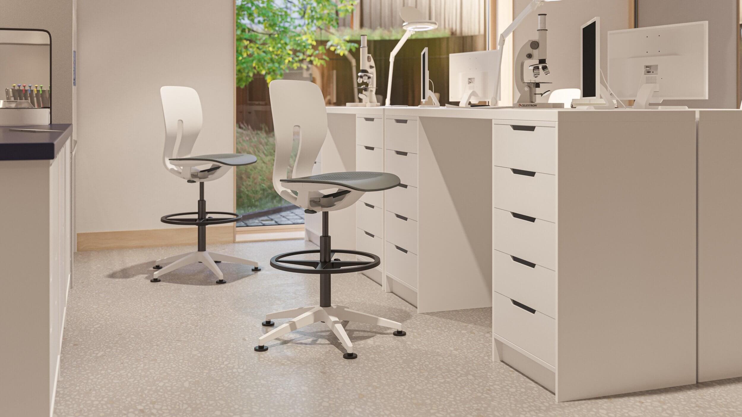 Chaise de bureau hauteur d'assise 80 cm.