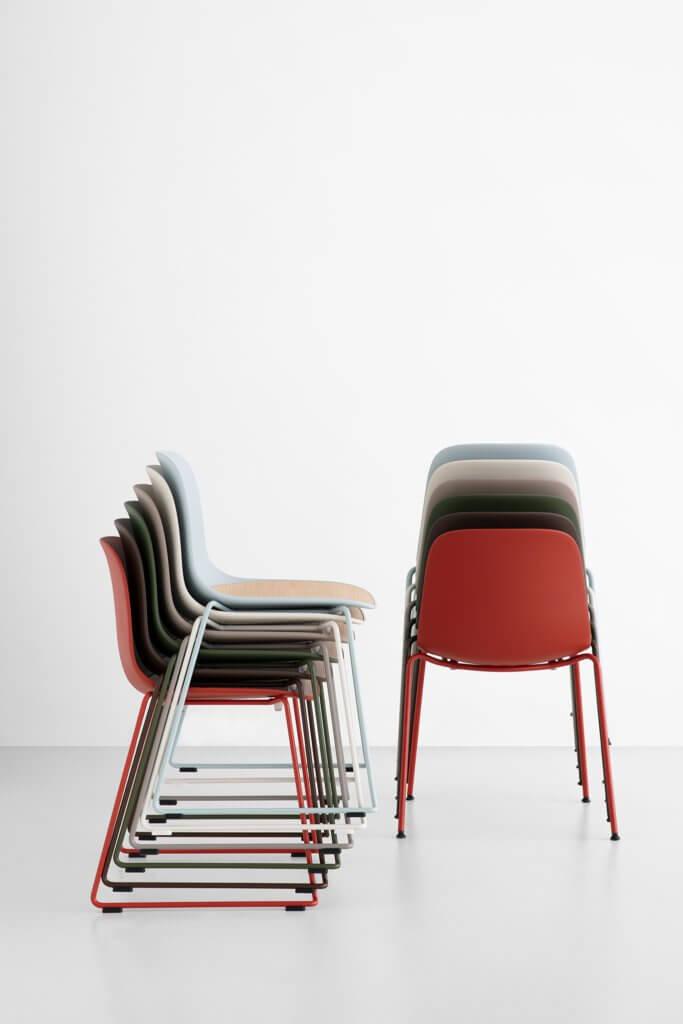 Chaise design avec pied traîneau SEELA