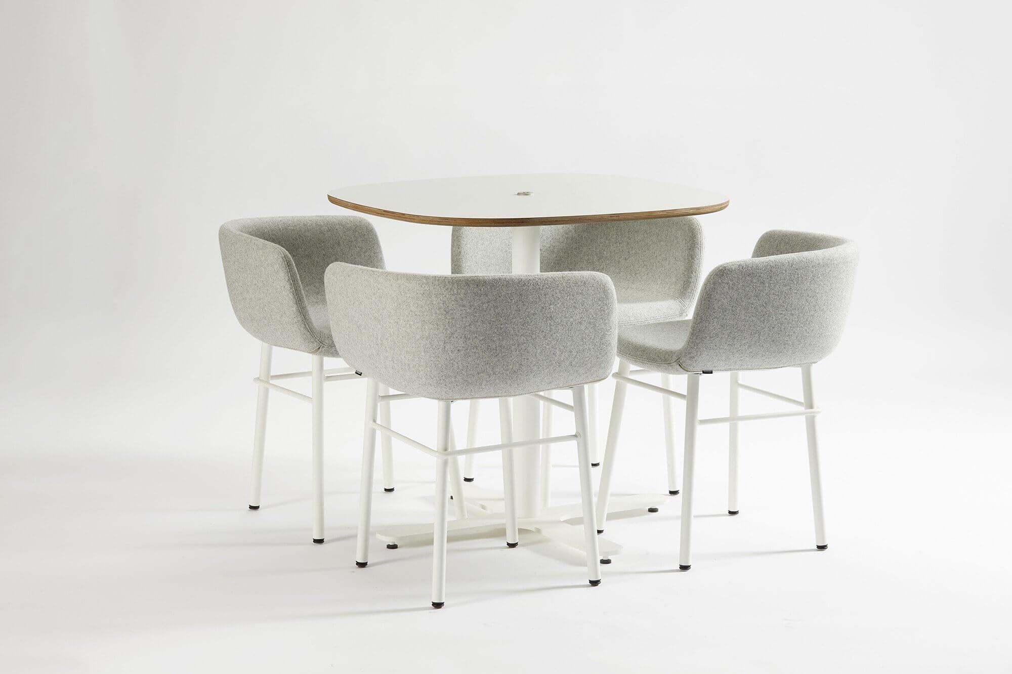 Chaise de bar avec design asymétrique
