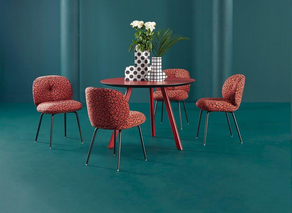 Chaise design tissu motifs panthère