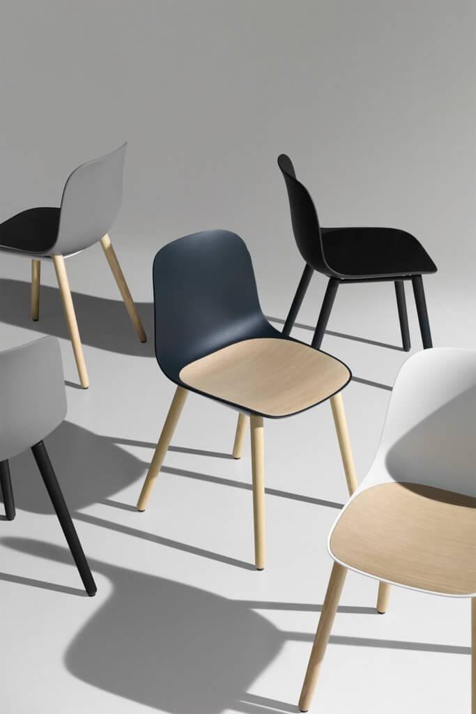 Chaise polypropylène avec piétement en bois SEELA