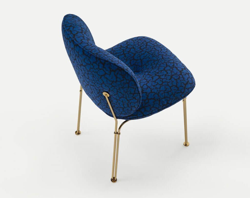 La chaise MULLIT avec piétement doré vintage