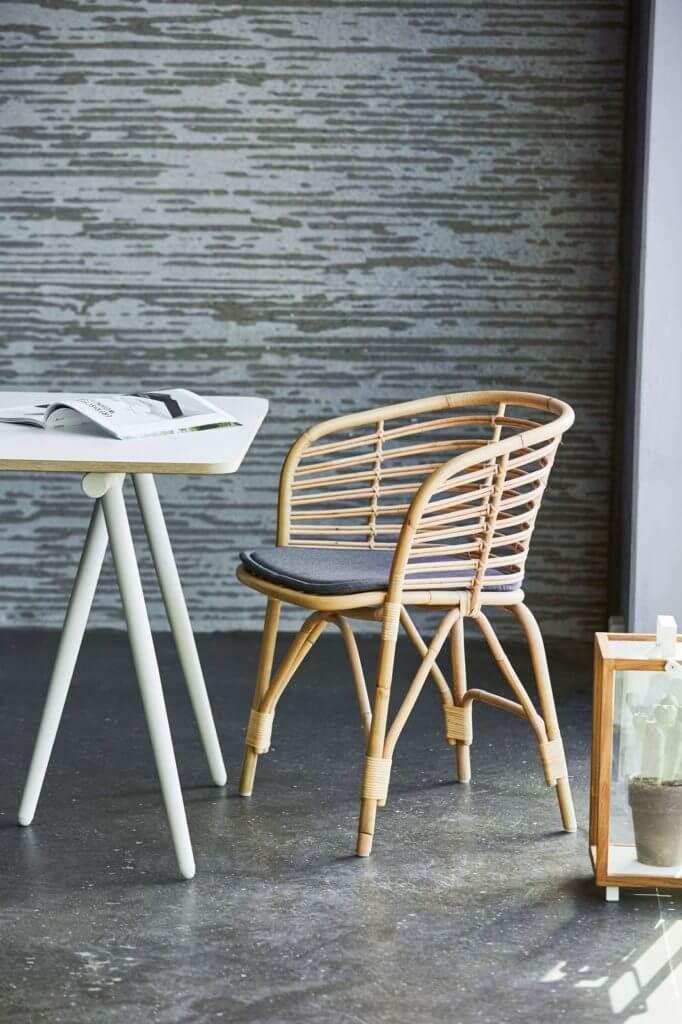 Chaise rotin naturel pour espace de coworking