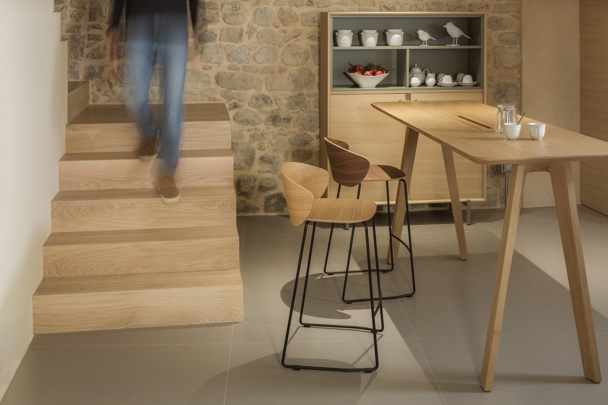 Chaise et table hautes en bois NOTWOOD