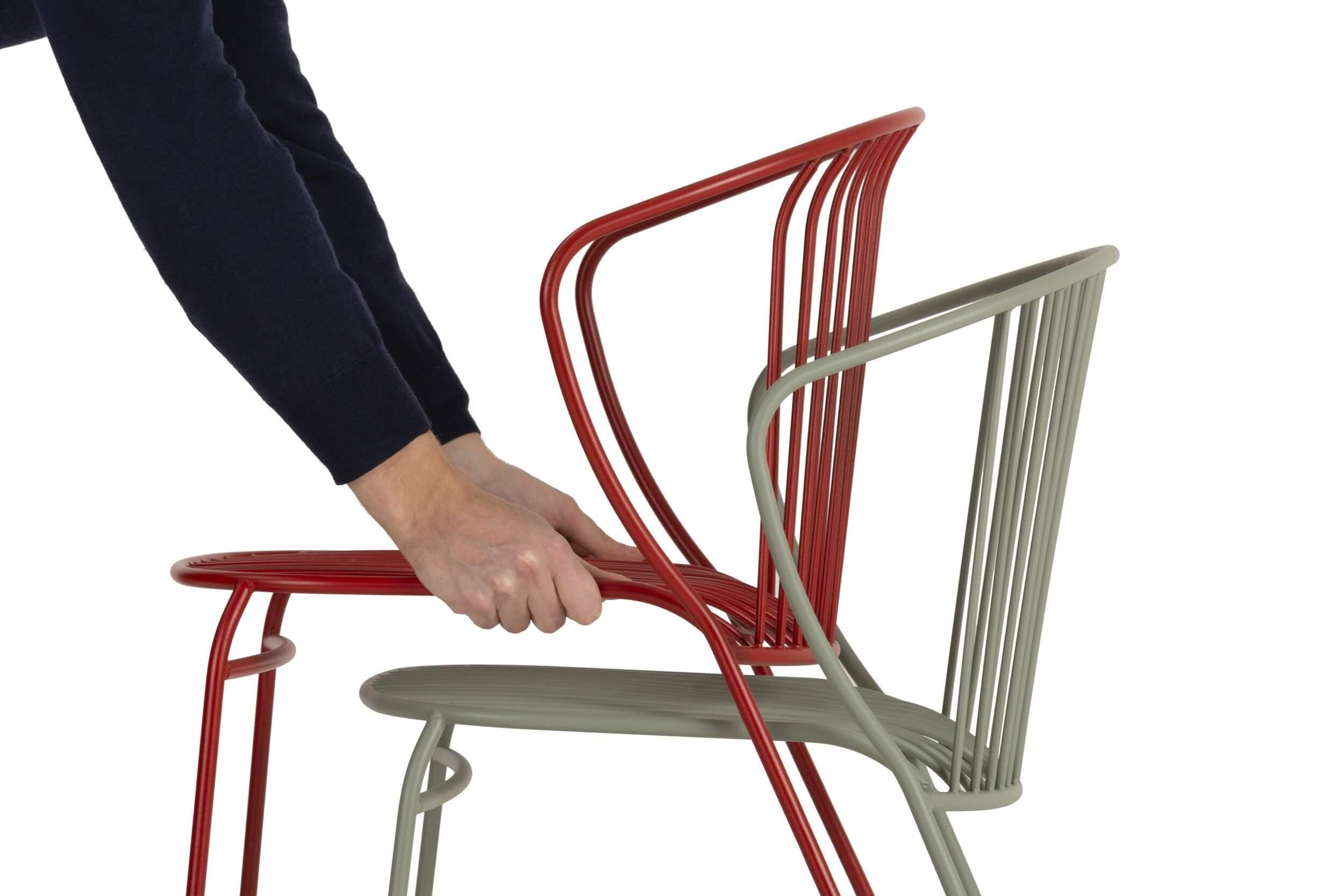 Chaise d'extérieur empilable pour restaurant et professionnels.