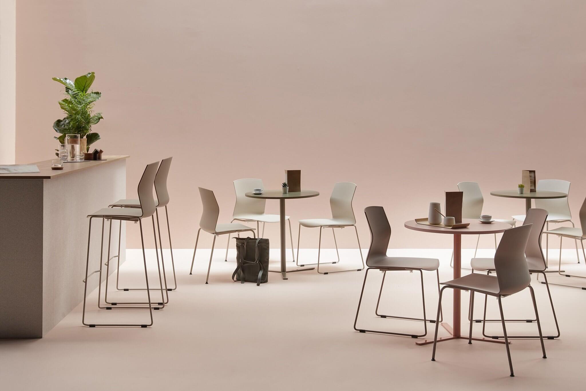 Chaise de réunion haute KB pour table haute.