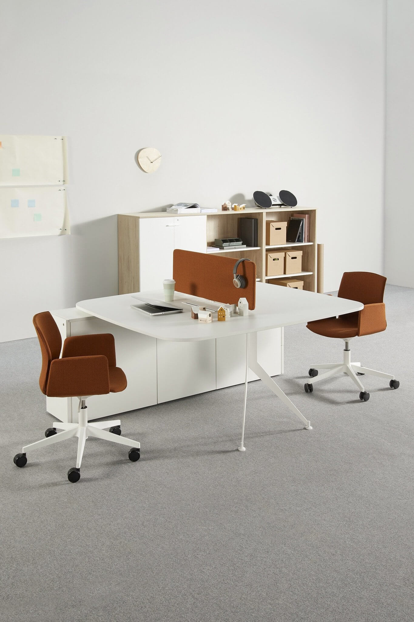 La chaise de réunion design à roulettes KB.