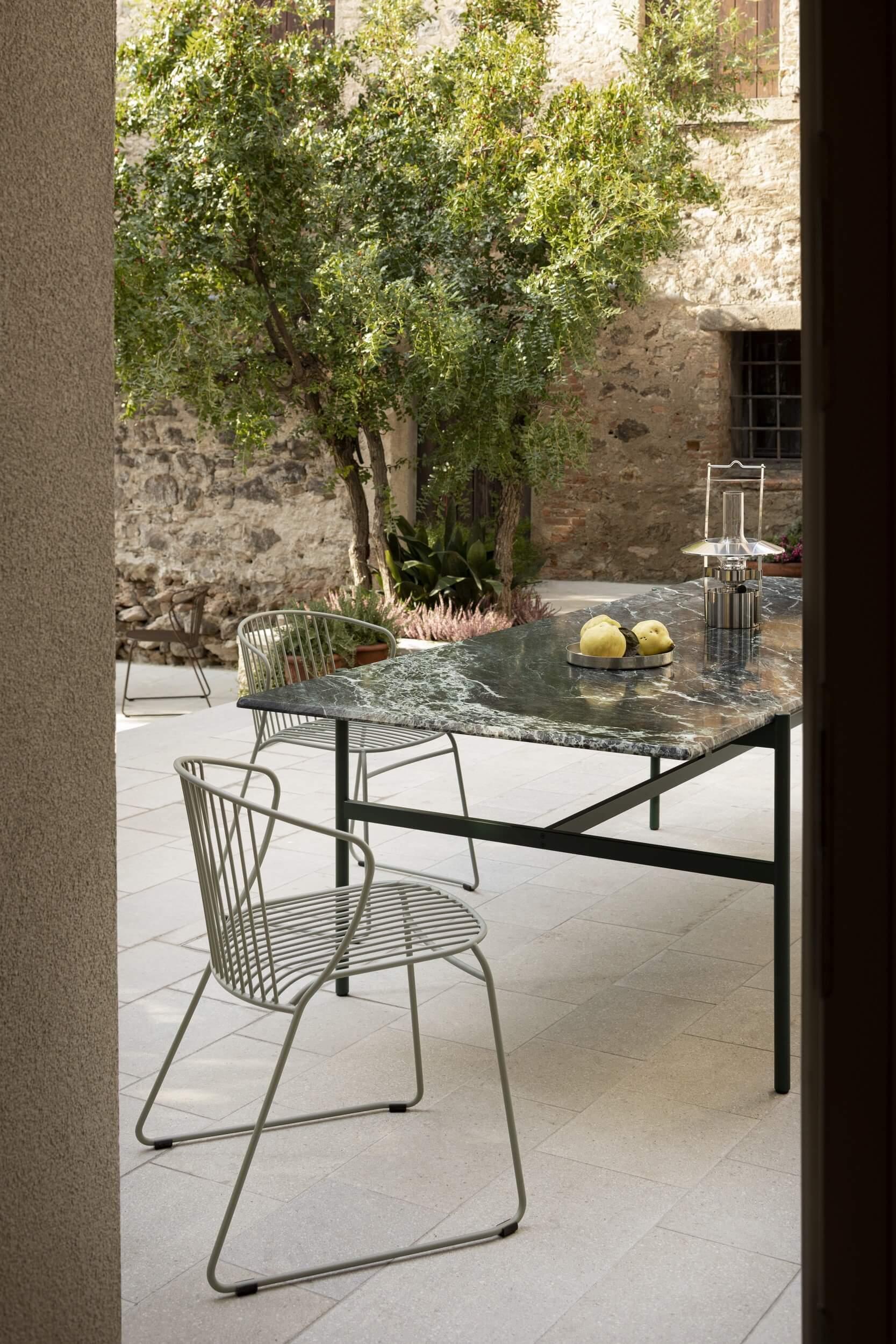 Chaise extérieur professionnel NOT OUT pour les cafés et restaurants.