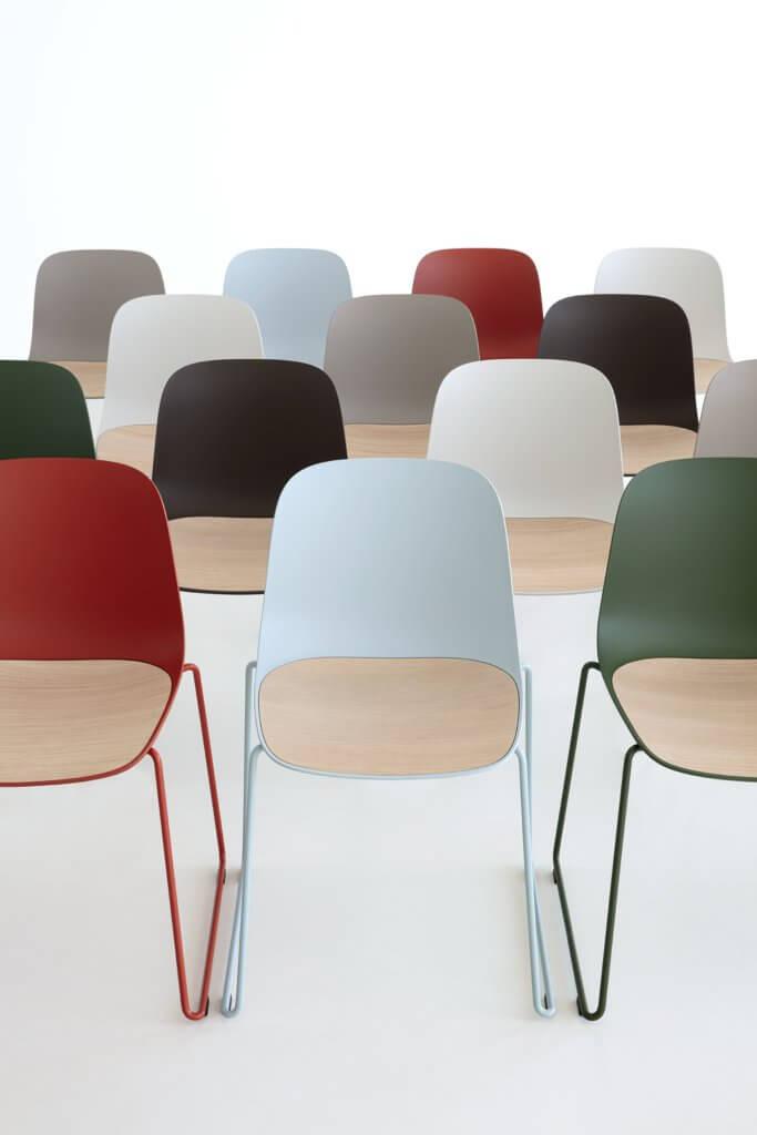 Chaise coque design SEELA avec assise bois