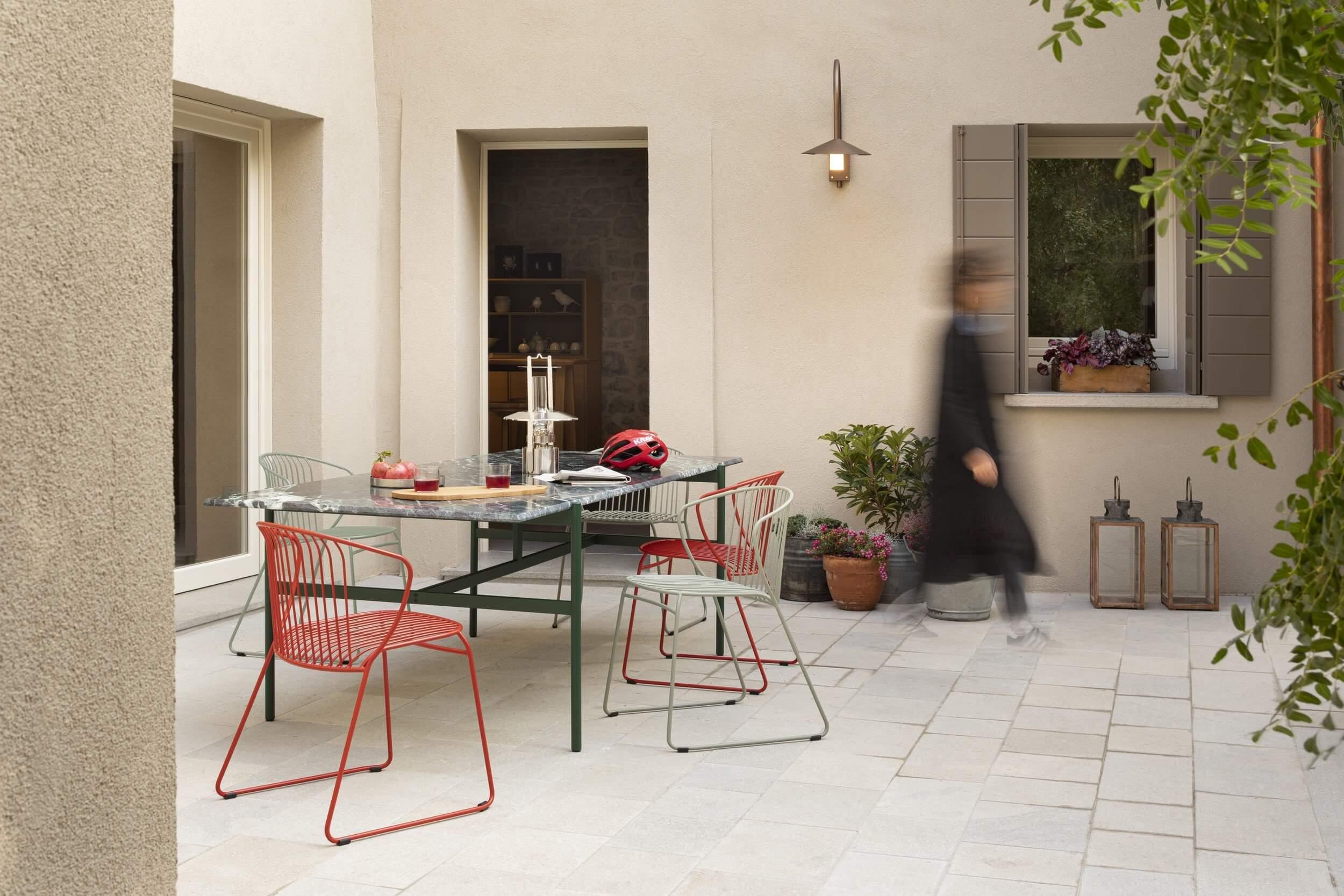 Une chaise de terrasse professionnel pour utilisation en extérieur.
