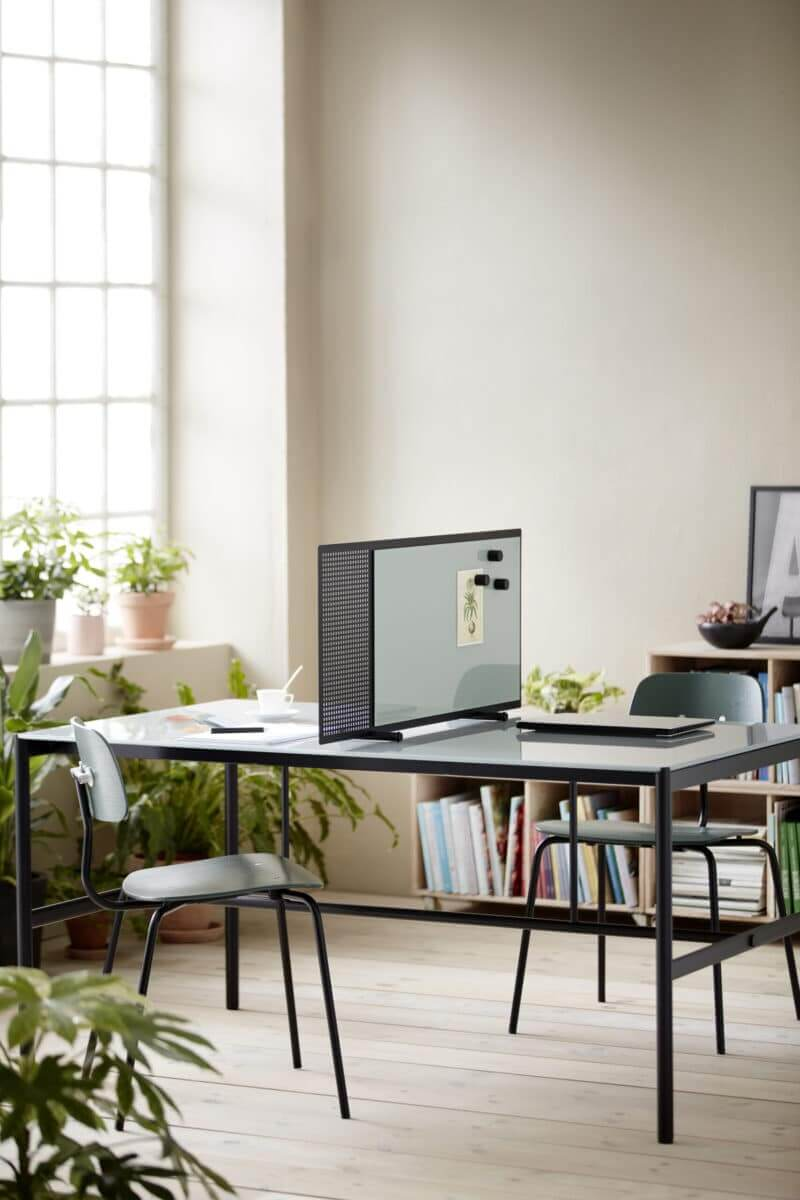 Cloison à poser sur le bureau avec surface inscriptible
