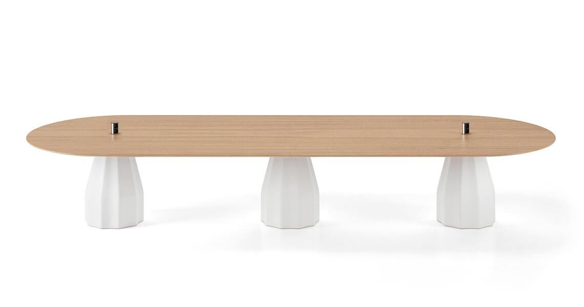 Table ovale avec prises BURIN.