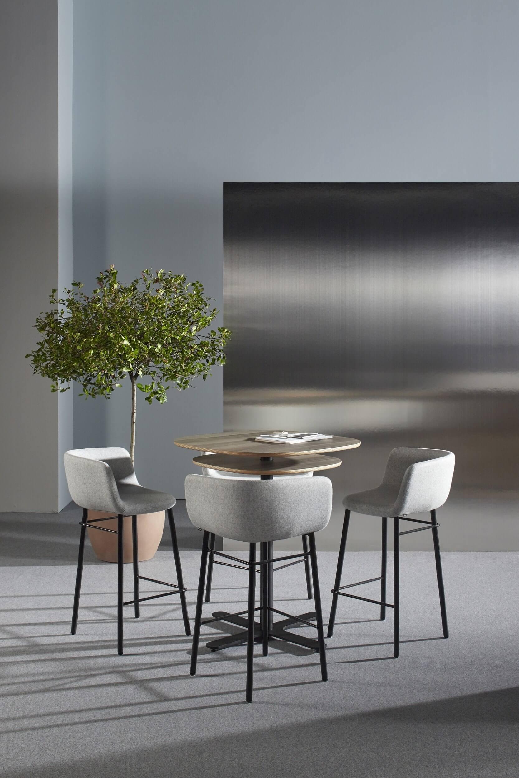 Chaise haute design pour table haute