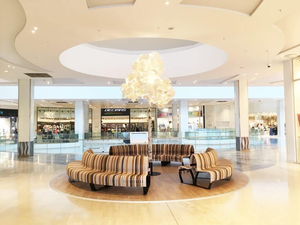 Mobilier design pour galerie commerciale