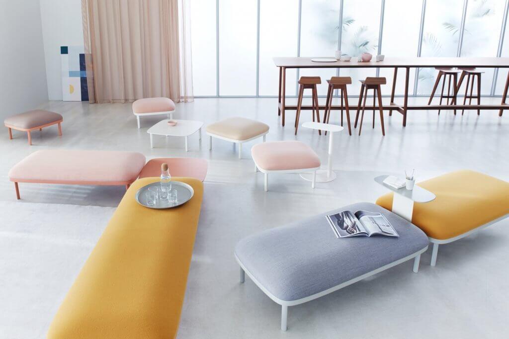 Banc design et table haute pour espace de coworking