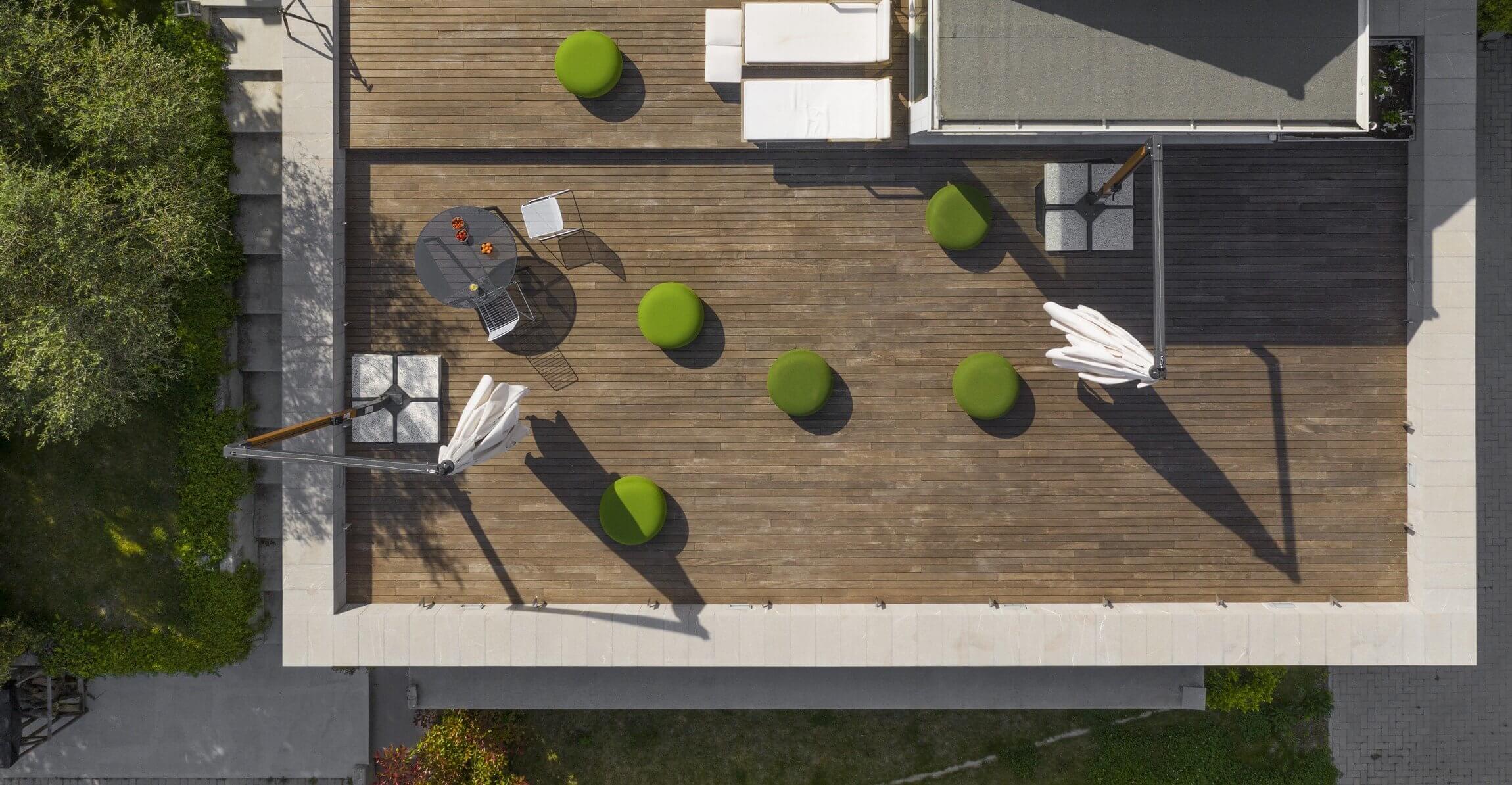Pouf lounge pour les terrasses en extérieur des professionnels CODE OUT.
