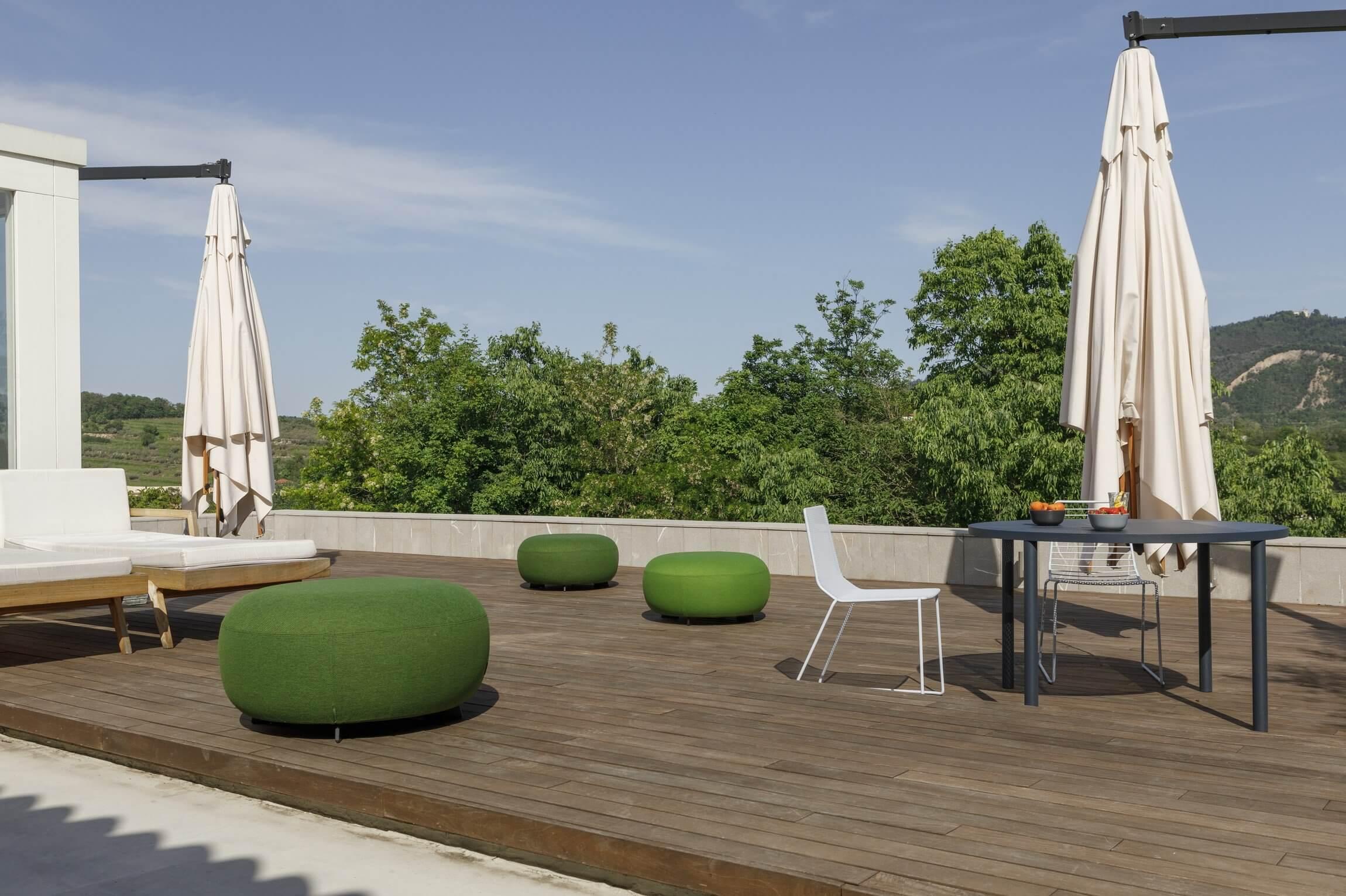 Mobilier de terrasse de bar et de restaurant CODE OUT.