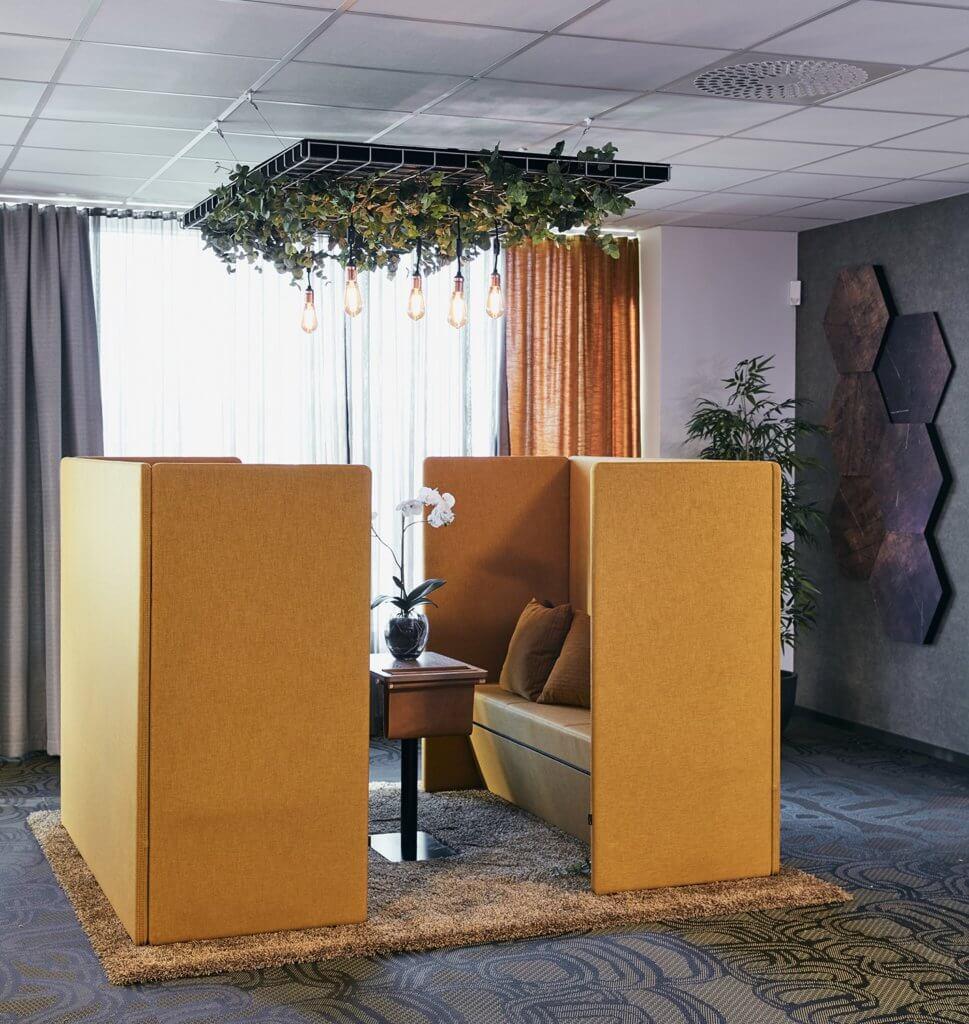 Solution acoustique de plafond avec plantes artificielles