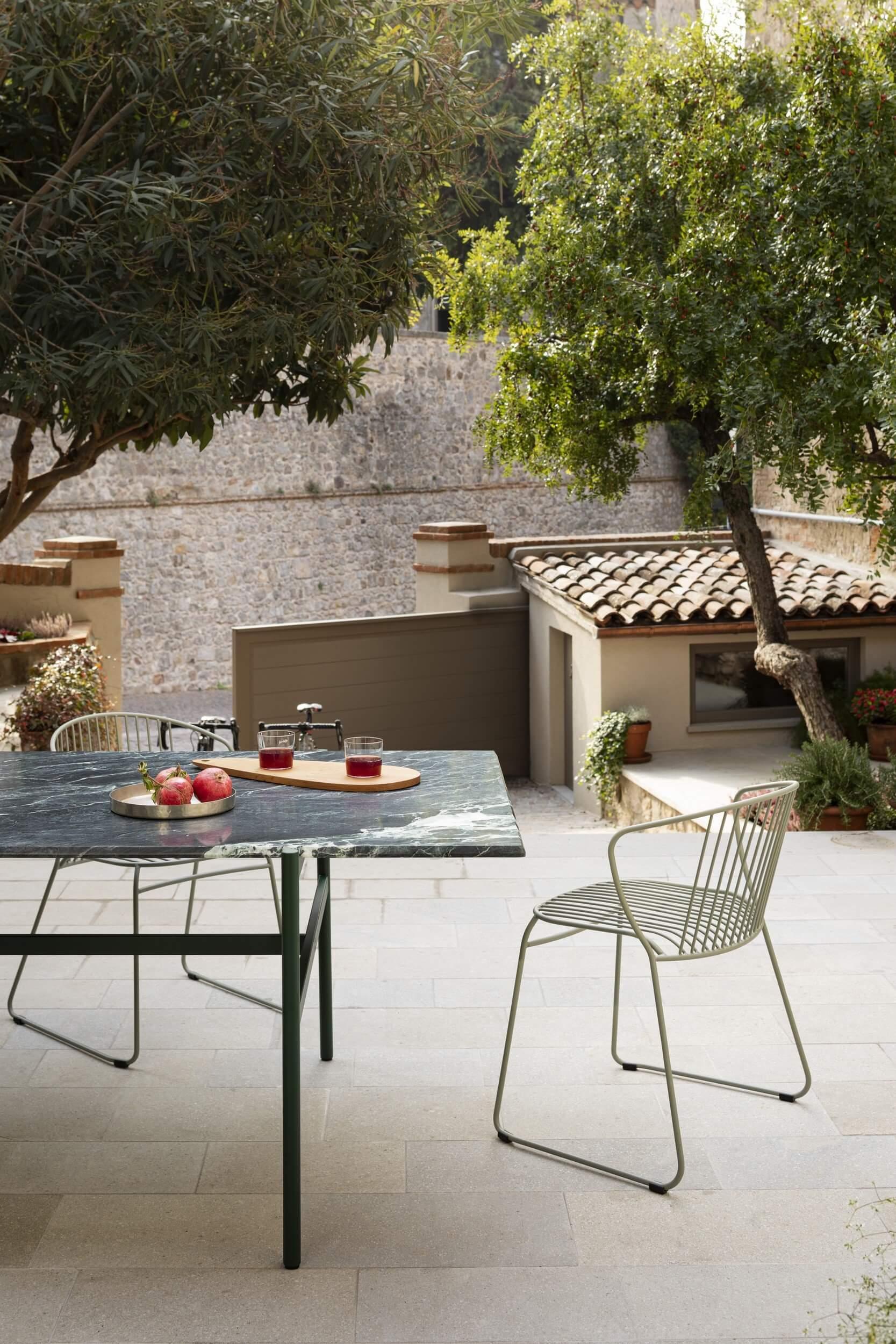 Mobilier et chaise d'extérieur design pour les professionnels